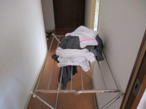 洗濯機から取り出した洗濯物