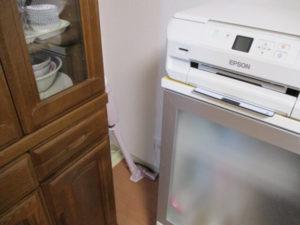 デッドスペースにコードレス掃除機を置いた画像