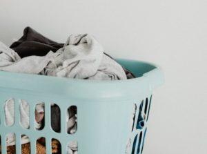 洗濯ものが溜まった画像