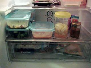 1人暮らし 自炊をする人の冷蔵庫の中身
