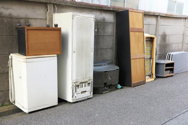 大型家電や棚を不用品回収業者に引き取ってもらう