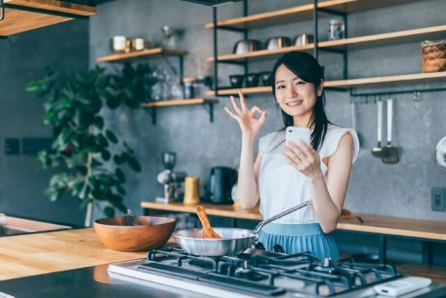 自炊が楽しくなってきた一人暮らしの女性