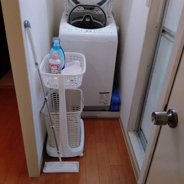 脱衣所に洗濯カゴを配置